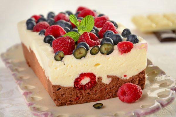 Шоколадный мусс с фруктами